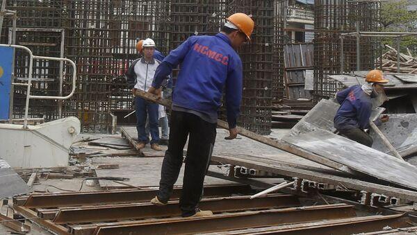 Công nhân trên công trường xây dựng tại Hà Nội, Việt Nam - Sputnik Việt Nam