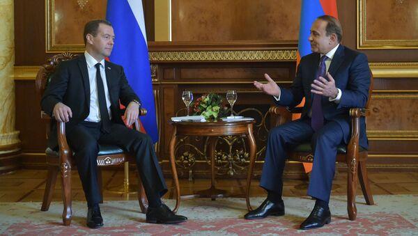 Dmitri Medvedev gặp người đồng nhiệm Armenia Ovik Abramyan - Sputnik Việt Nam
