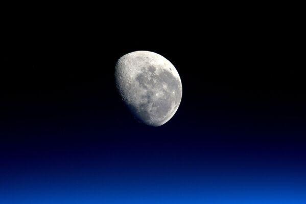 Hình ảnh Mặt trăng qua ống kính của phi hành gia ESA Tim Peake - Sputnik Việt Nam