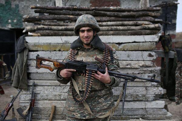 Lính Armenia tạo dáng ở khu vực xung đột Karabakh - Sputnik Việt Nam