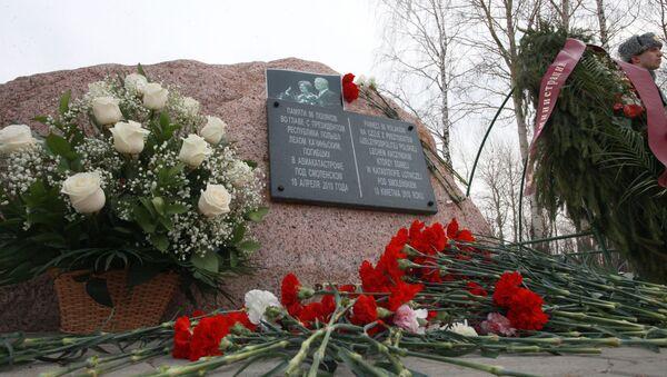 Đài kỷ niệm tai nạn với chiếc máy bay Tu-154 chở Tổng thống Ba Lan gần Smolensk - Sputnik Việt Nam