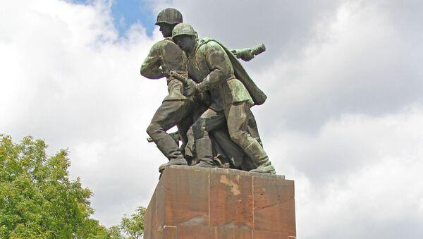 Đài tưởng niệm chiến sĩ xô-viết tại Varsava - Sputnik Việt Nam
