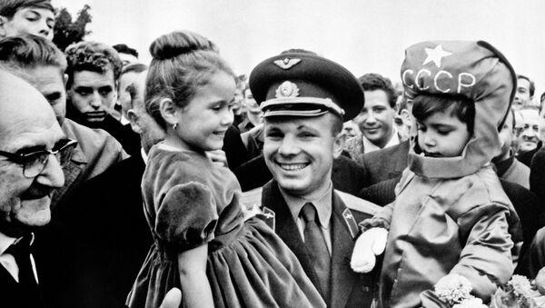 Ngày 18 tháng 9 năm 1963. Yuri Gagarin trong chuyến thăm Pháp. - Sputnik Việt Nam