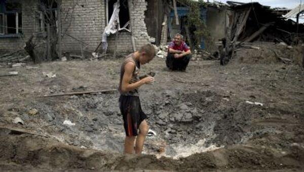 Người dân làng Luganskaya bị lực lượng vũ trang Ukraine không kích - Sputnik Việt Nam