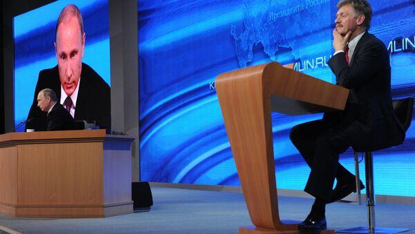 Vladimir Putin và Dmitry Peskov - Sputnik Việt Nam
