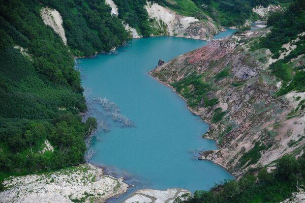 Phong cảnh hồ Geysers ở Thung lũng Geysers trong Khu bảo tồn Kronotsky ở Kamchatka - Sputnik Việt Nam