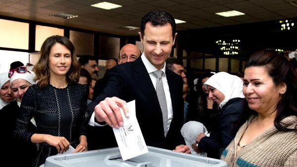 Tổng thống Syria Bashar Assad  tham gia bỏ phiếu - Sputnik Việt Nam