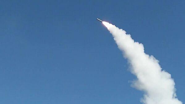 Tên lửa phóng từ Iskander-M, Kapustin Yar, tỉnh Astrakhan - Sputnik Việt Nam