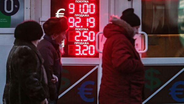 Электронное табло с информацией о курсах валют в центре Москвы - Sputnik Việt Nam