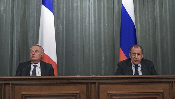 Ngoại trưởng Pháp Jean-Marc Eyraud với Sergei Lavrov - Sputnik Việt Nam