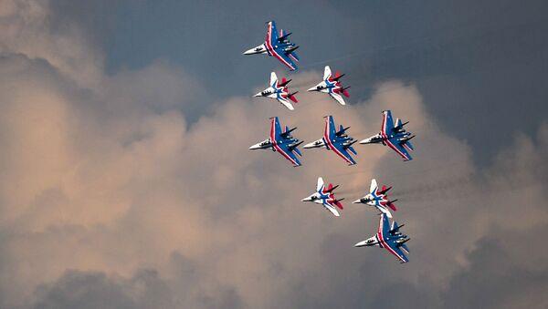 Buổi huấn luyện kết hợp của Không quân Nga chuẩn bị cho lễ diễu binh mừng ngày Chiến thắng - Sputnik Việt Nam