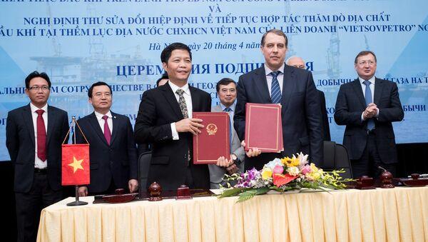 Nga và Việt Nam ký Hiệp định tiếp tục hợp tác khai thác dầu khí trên lãnh thổ Nga - Sputnik Việt Nam
