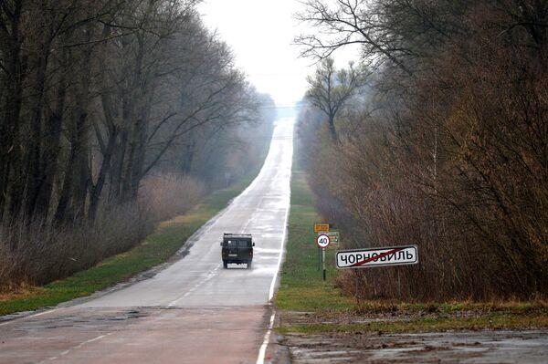 Biển chỉ đường  tại lối rẽ vào Chernobyl - Sputnik Việt Nam
