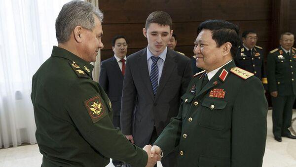Bộ trưởng Quốc phòng Nga Sergei Shoigu gặp với Bộ trướng quốc phòng Việt Nam Ngô Xuân Lịch - Sputnik Việt Nam