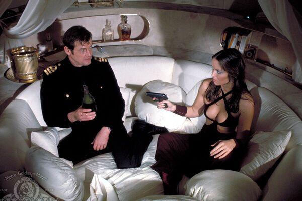 """Một cảnh  trong phim """"Người điệp viên yêu tôi"""" (The Spy Who Loved Me) - Sputnik Việt Nam"""