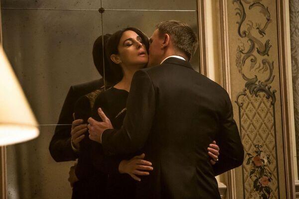 Monica Bellucci trong phim 007: Spectrum, đã trở thành nữ diễn viên nhiều tuổi nhất vào vai người tình của Bond. - Sputnik Việt Nam