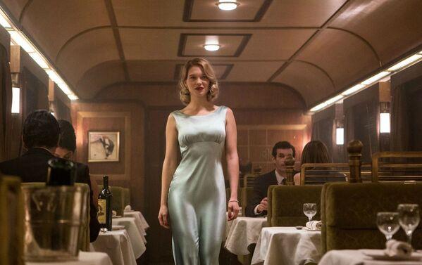 """Trong bộ phim 007: Spectrum (2015),  Léa Seydoux thủ vai Madeline Swan, con gái của một kẻ kình địch rất """"đáng ghét"""" của Bond, Mr White, xuất hiện liền trong ba tập phim. - Sputnik Việt Nam"""