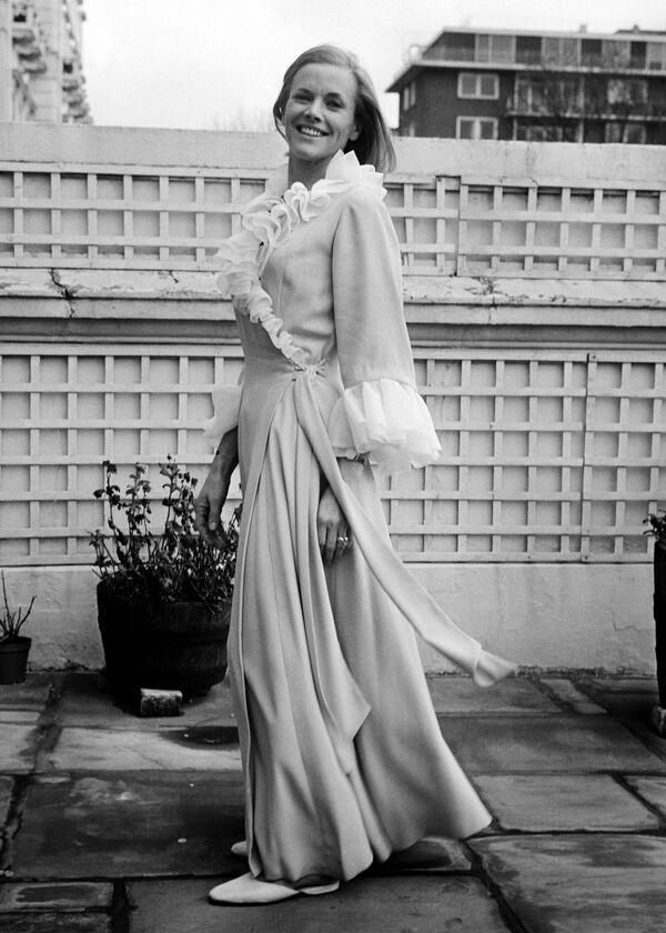"""Nữ diễn viên người Anh Honor Blackman đóng phim """"Ngón tay vàng"""" (Goldfinger) (1964). Đây là một trong những vai người tình """"chững chạc"""" nhất của Bond. - Sputnik Việt Nam"""