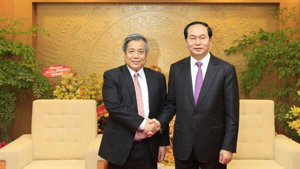 GS Vũ Minh Giang (trái) và Chủ tịch Việt Nam - Sputnik Việt Nam