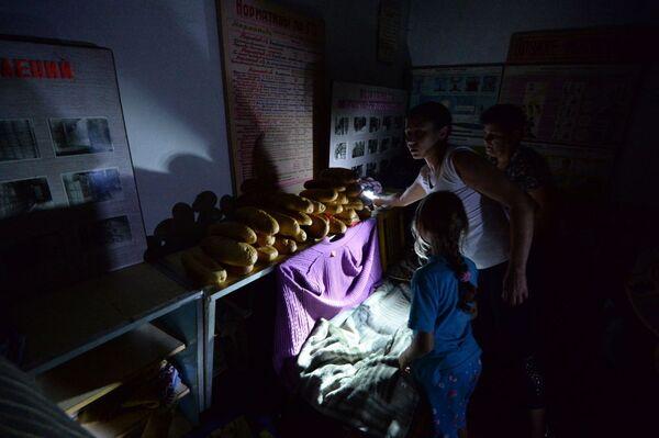 Trẻ em trong hầm tránh bom ở Gorlovka - Sputnik Việt Nam