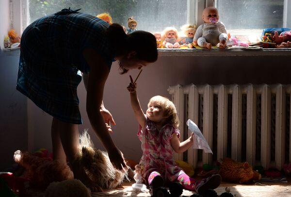 Người tị nạn từ Slavyansk trong một ký túc xá ở Ilovaysk, tỉnh Donetsk - Sputnik Việt Nam