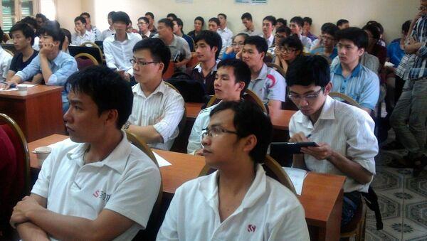 Sinh viên Việt Nam đang học tập - Sputnik Việt Nam