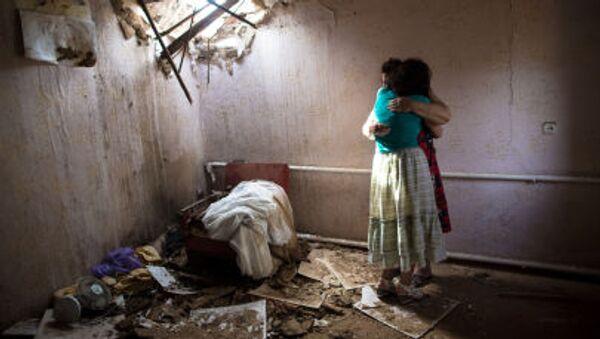 Hai phụ nữ trong ngôi nhà bị quân đội Ucraine - Sputnik Việt Nam