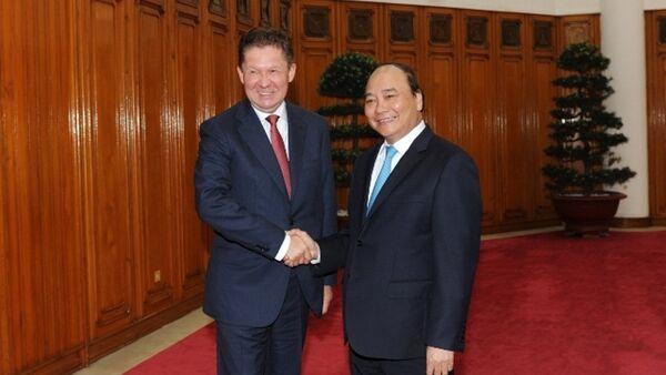 Thủ tướng Chính phủ Nguyễn Xuân Phúc và Chủ tịch điều hành Gazprom Alexey Miller - Sputnik Việt Nam