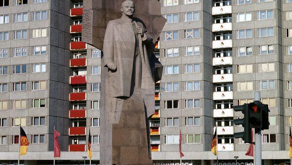tượng đài Vladimir Lenin cao 19 mét trên quảng trường mang tên Lenin ở Đông Berlin (1967-1991) - Sputnik Việt Nam