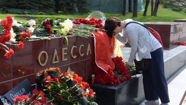 Lễ cầu siêu cho những người thiệt mạng ngày 2 tháng Năm 2014 ở Nhà Công đoàn Odessa  tại Matxcơva - Sputnik Việt Nam