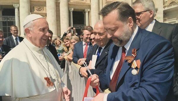 Nghị sĩ Cộng sản Nga tặng Giáo Hoàng Francis dải băng Georgi - Sputnik Việt Nam