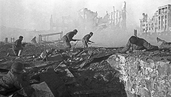 Những trận đánh đường phố ở Stalingrad. Cuộc tấn công vào một ngôi nhà. Tháng 11 năm 1942 - Sputnik Việt Nam