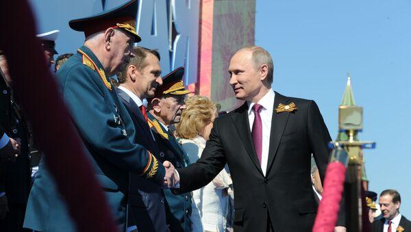 Tổng thống Nga Putin tại cuộc diễu hành chiến thắng ở Matxcơva - Sputnik Việt Nam