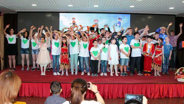 """Quỹ từ thiện """"Tiếng nói trái tim"""" đã tổ chức chương trình giao lưu ca nhạc """"Vì một ngày mai"""" ở thủ đô Nga - Sputnik Việt Nam"""
