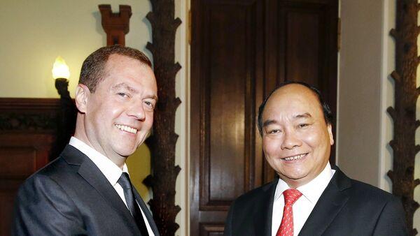 Thủ tướng Nga Dmitry Medvedev và Thủ tướng Việt Nam Nguyễn Xuân Phúc - Sputnik Việt Nam