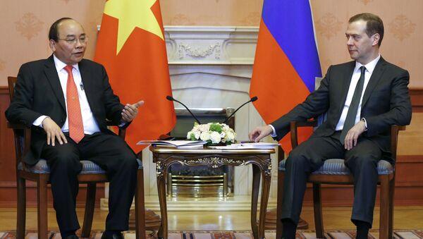 Thủ tướng Nga Dmitry Medvedev gặp với Thủ tướng Việt Nam Nguyễn Xuân Phúc - Sputnik Việt Nam
