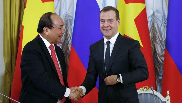 Thủ tướng LB Nga Dmitry Medvedev  gặp với Thủ tướng Việt Nam Nguyễn Xuân Phúc - Sputnik Việt Nam