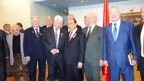 Thủ tướng Nguyễn Xuân Phúc với các đại diện Hội Hữu nghị Nga-Viêt và Hội Cựu chiến binh Nga - Sputnik Việt Nam