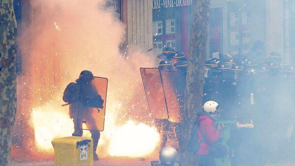 Biểu tình phản đối luật lao động mới tại Paris - Sputnik Việt Nam