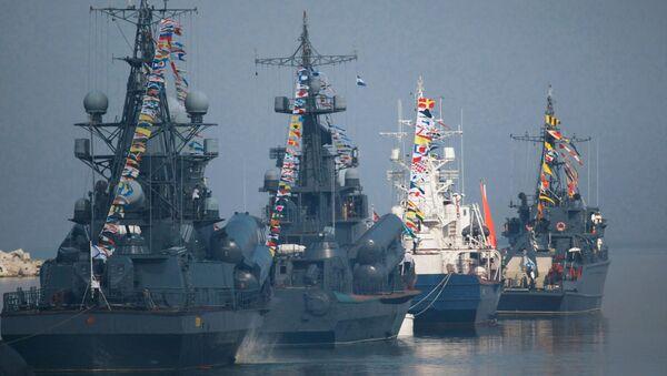 Tàu Hạm đội Baltic tham gia cuộc diễn tập hải quân nhân ngày Hải quân ở Baltiysk - Sputnik Việt Nam