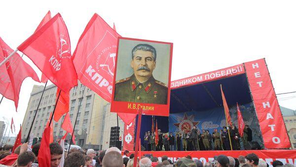 Đảng Cộng sản sử dụng hình ảnh Stalin trong chiến dịch tuyên truyền trước bầu cử - Sputnik Việt Nam