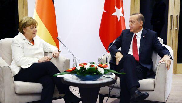 Recep Tayyip Erdogan và Angela Merkel - Sputnik Việt Nam