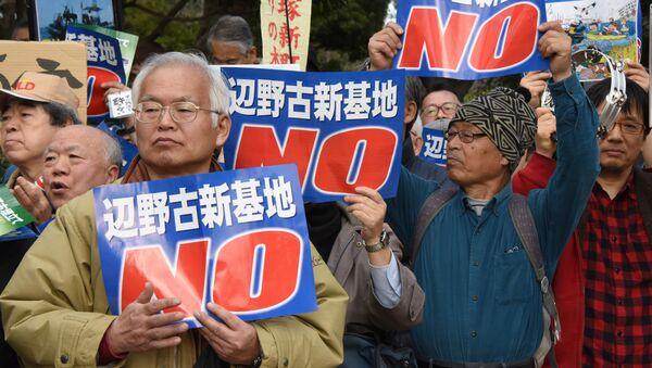 Dân Okinawa biểu tình trước căn cứ Mỹ phản đối vụ người phụ nữ Nhật Bản bị giết - Sputnik Việt Nam
