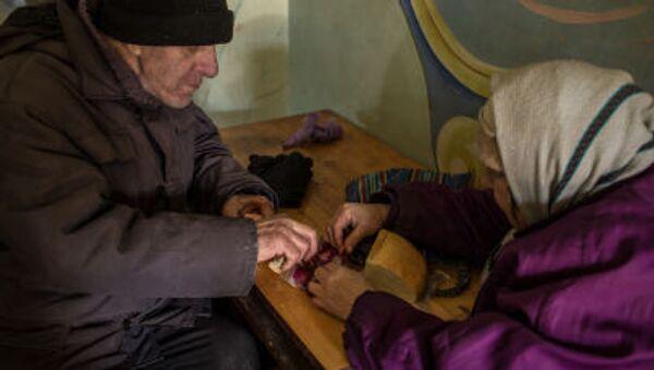 Người về hưu ở Debaltsevo, Ukraina - Sputnik Việt Nam