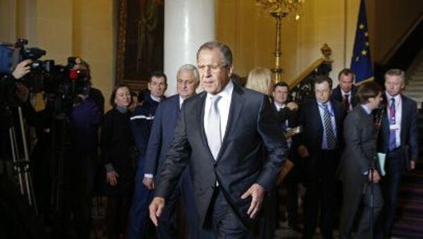 Bộ trưởng Ngoại giao Nga Sergei Lavrov sau cuộc gặp của các Ngoại trưởng bộ tứ Normandie tại Paris - Sputnik Việt Nam
