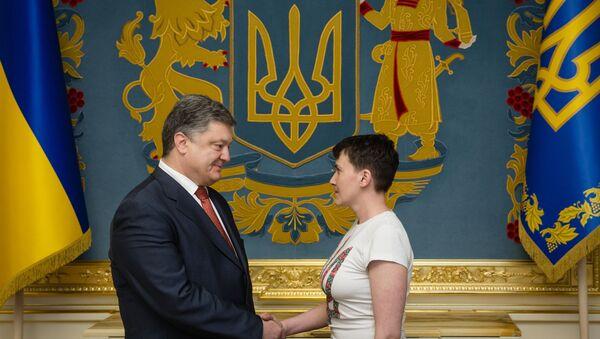 Petro Poroshenko và Nadezhda Savchenko - Sputnik Việt Nam