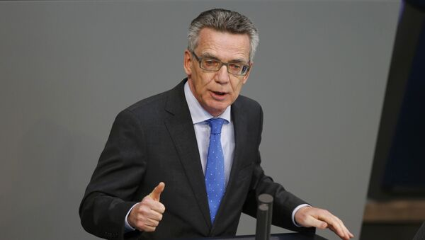 German Interior Minister Thomas de Maiziere addresses a session of Germany's parliament, the Bundestag, in Berlin October 1, 2015. - Sputnik Việt Nam