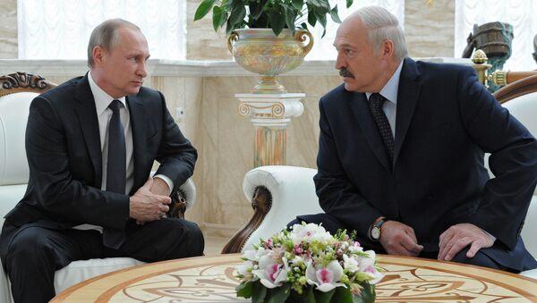 Tổng thống Nga Vladimir Putin với người đứng đầu Belarus Alexandr Lukashenko - Sputnik Việt Nam