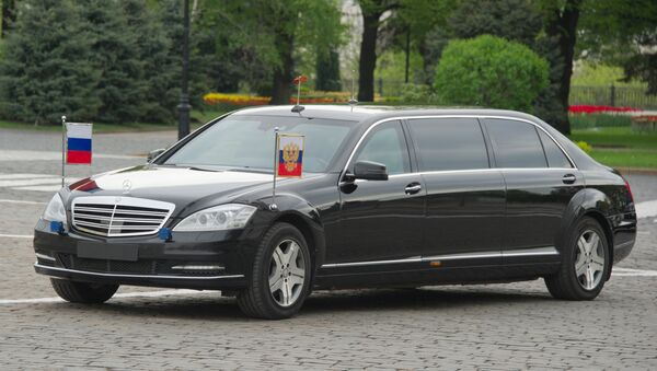 Xe của Tổng thống Vladimir Putin trong điện Kremlin - Sputnik Việt Nam