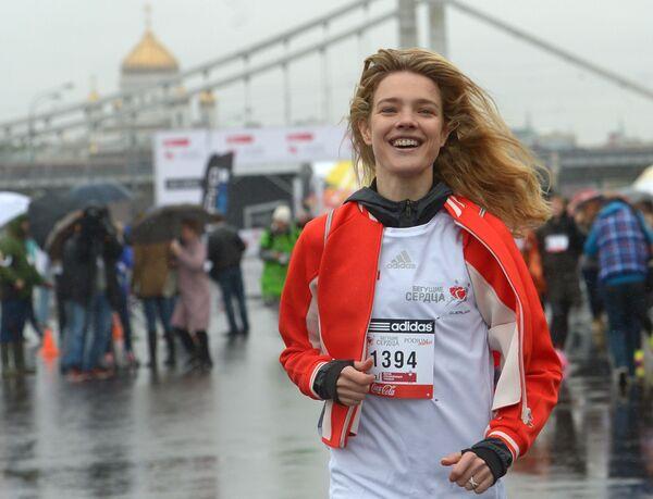 Người mẫu Nga Natalia Vodianova tại chặng đua từ thiện Running Heart ở Moskva - Sputnik Việt Nam